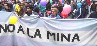 ecuador prohibe la mineria