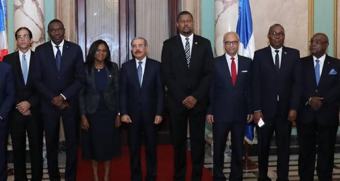 danilo con senadores haitianos