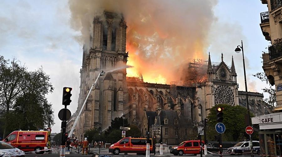 catedral notre dame en fuego
