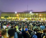 protesta en plaza de la bandera