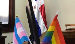 banderas gay y dominicana